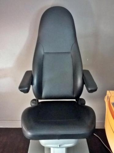 Fauteuil d'ophtalmologue / Réfection de l'assise et des accoudoirs